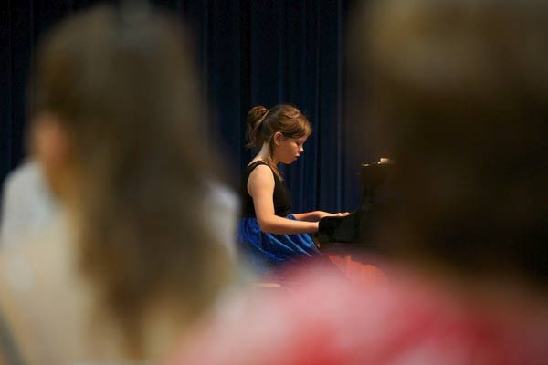 young-girl-learning-piano