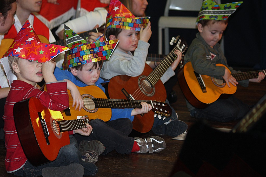 Early Music Class plays guitars